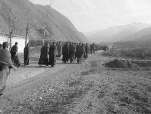 Monks walking to Dorje Rinchen's home to offer prayers after his self-immolation. October 2012. | Photo: savetibet.org